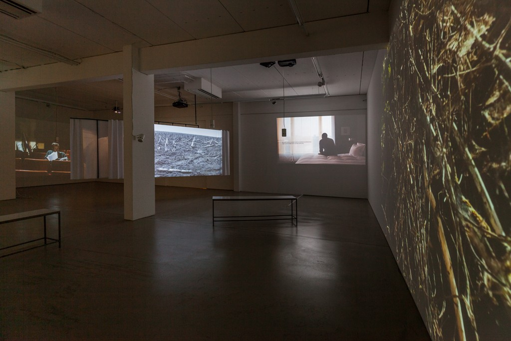 Installation view NARRATION by Thomas Taube, 6-channel video installation © G2 Kunsthalle, photo: Dotgain.info