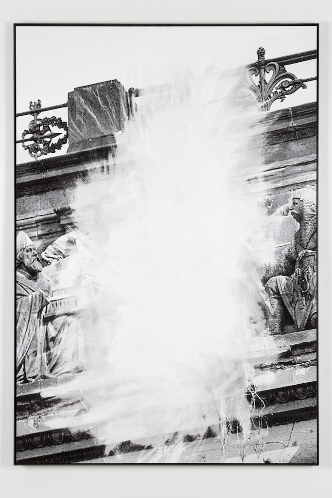 Daniel Poller, »Allein das Mittelstück«, 2017, ausgelöschter Pigmentprint, 110 x 160 cm, courtesy & copyright the artist