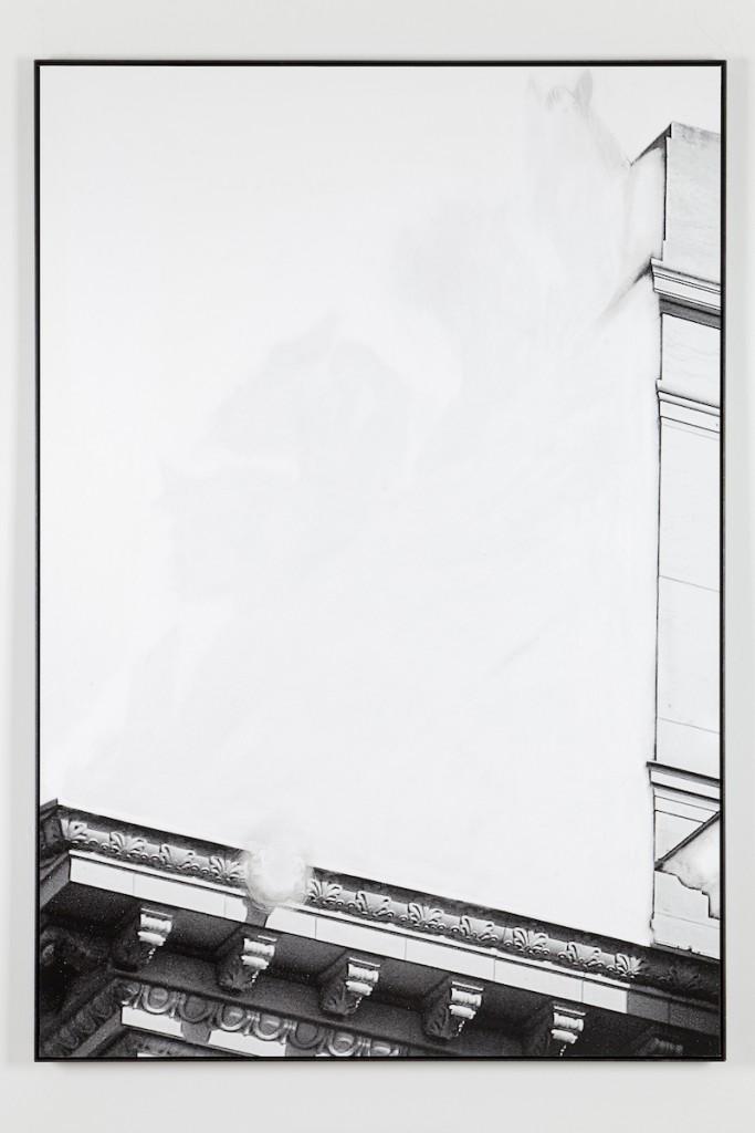 Daniel Poller, »Quadrigadruchbruch«, 2017, ausgelöschter Pigmentprint, 110 x 160 cm, courtesy & copyright the artist