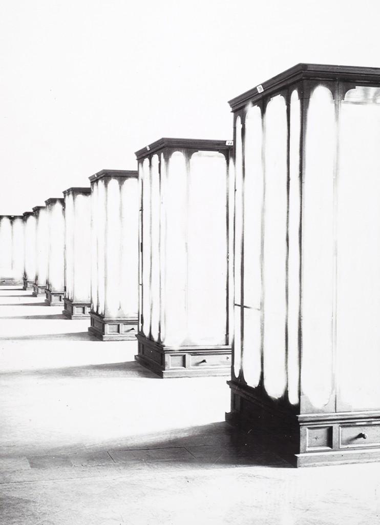 Daniel Poller, »Hörsäle, Philosophie, Geschichte«, 2017, ausgelöschter Pigmentprint, 110 x 160 cm, courtesy & copyright the artist