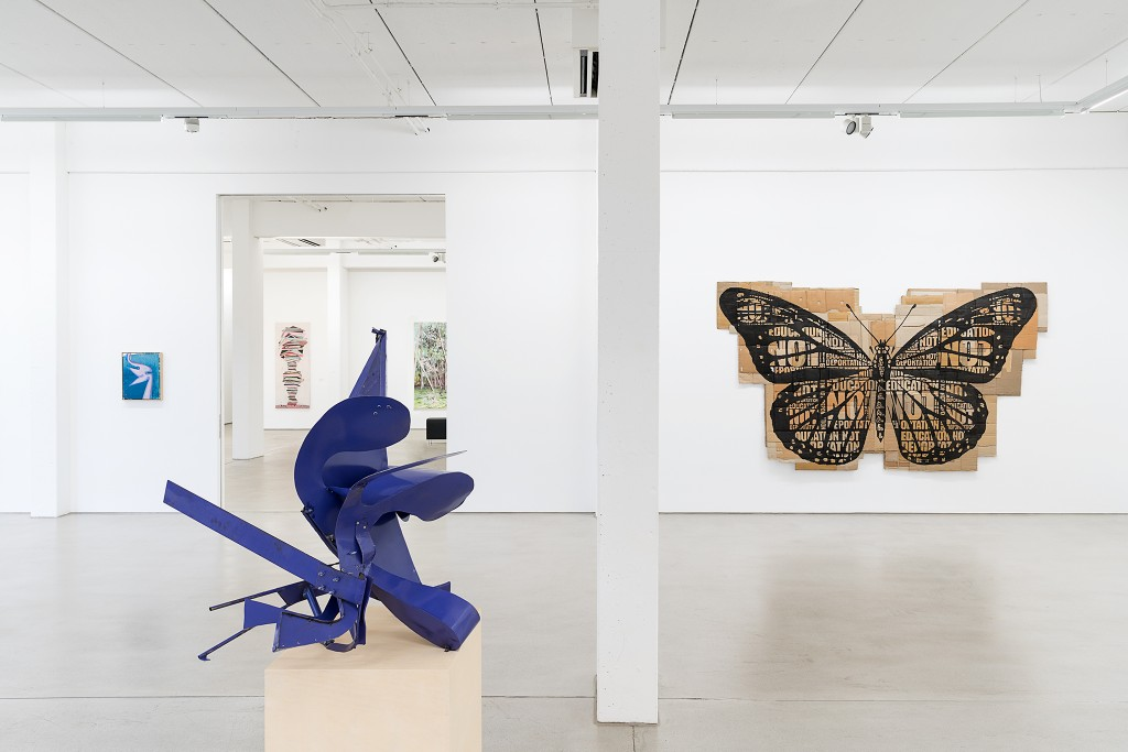 THE ART OF RECOLLECTING, G2 Kunsthalle Leipzig, 7 February - 21 May 2018, installation view with art works by Daniel Richter, Thomas Kiesewetter & Andrea Bowers, in the background: Henriette Grahnert & David Schnell, photo: Dotgain.info © the artists & G2 Kunsthalle, Leipzig.