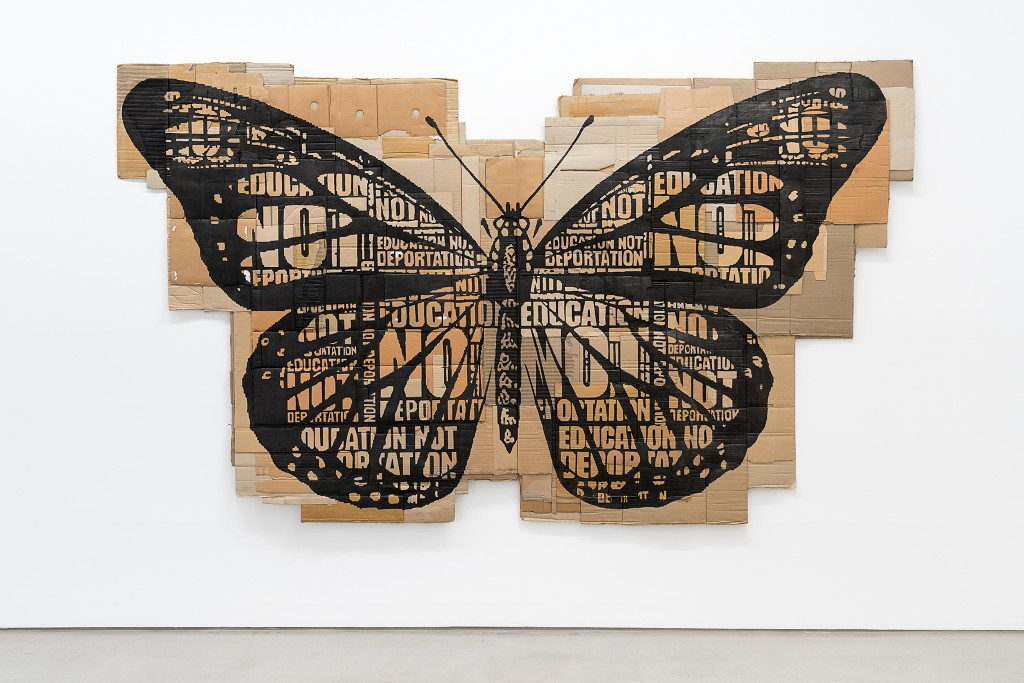 Andrea Bowers, Papillon Monarque (Education Not Deportation), 2014, Marker on found cardboard, 204 x 352 cm, Hildebrand Collection Leipzig, © Andrea Bowers, installation view G2 Kunsthalle Leipzig, photo: Dotgain.info.